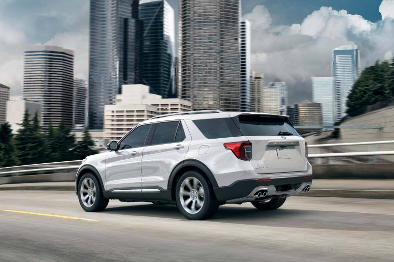 Ford explorer in the city