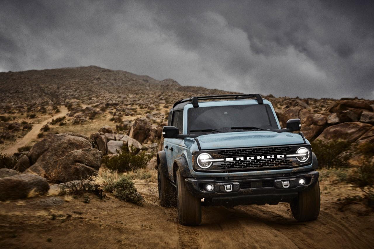Ford Bronco 2021 Badlands avec ensemble Sasquatch en gris cactus