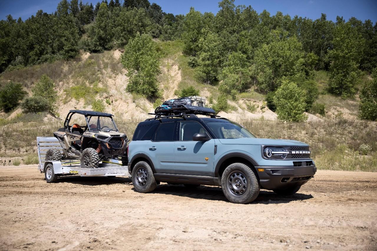 Bronco Sport TOW RZR tirant un Dune Buggy
